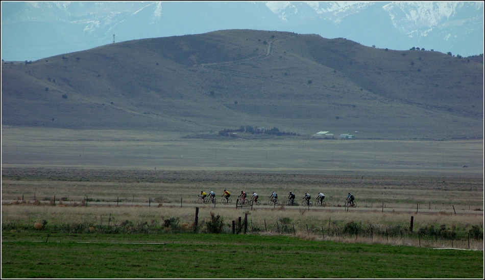 Utah road-cyclists and mountains 1