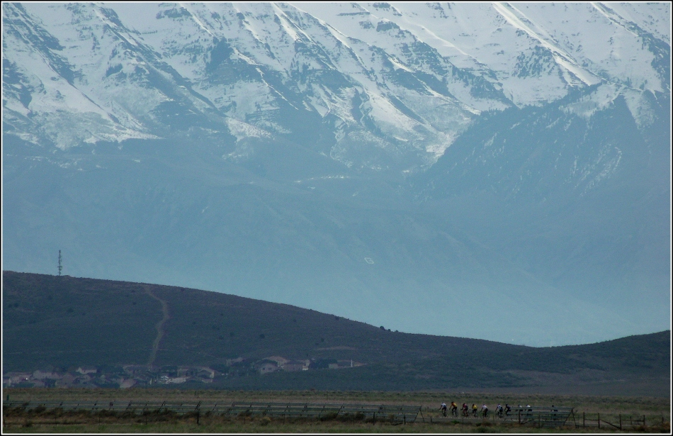 Utah road-cyclists and mountains 2