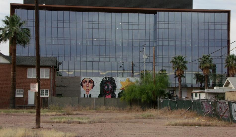 cabezas curiosas mural from afar
