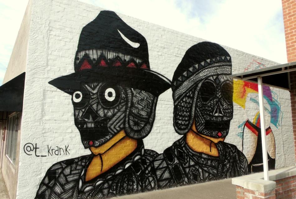 second mural of cabezas curiosas